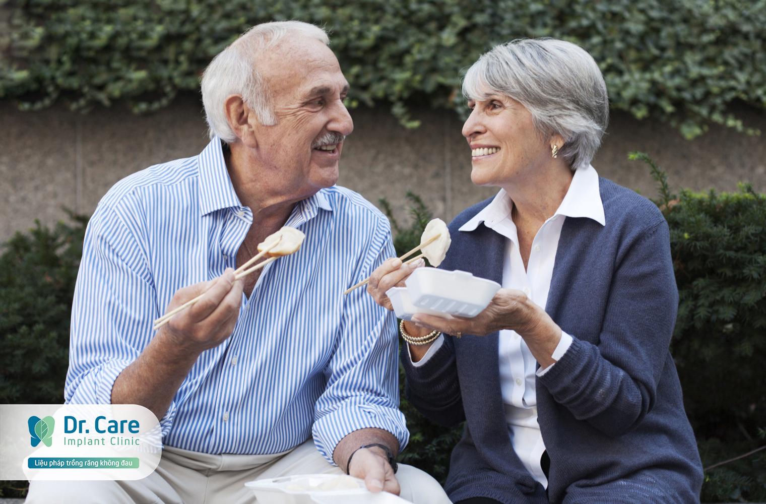 Làm răng giả ở đâu tốt TP. HCM cho người trung niên? | Dr. Care