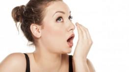 Trồng răng giả có bị hôi miệng không?