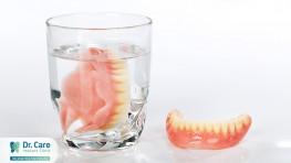 Hàm răng giả bằng nhựa dẻo có tốt không?